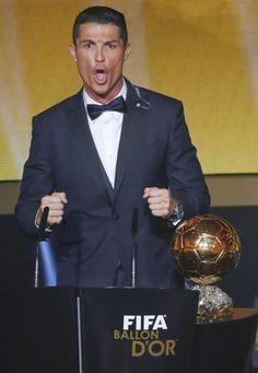 #Ronaldo vince il #pallonedoro per il secondo anno consecutivo