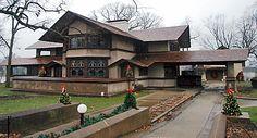 Harley Bradley House Frank Lloyd Wright's first prairie style home. Prairie Style Architecture, Organic Architecture, Architecture Design, Frank Lloyd Wright Style, Frank Lloyd Wright Buildings, Praire Style Homes, Bradley House, Prairie House, Prairie School