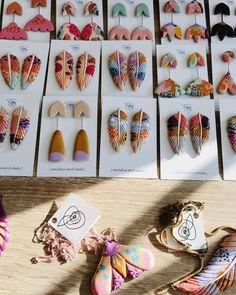 Diy Clay Earrings, Earrings Handmade, Handmade Jewelry, Polymer Clay Crafts, Polymer Clay Jewelry, Turu, Jewelry Branding, Jewelry Making Supplies, Jewelry Crafts