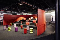 Tiered auditorium seating for Morningstar's Agile development mid-sprint and final presentations Grey Interior Doors, Hall Interior, Office Interior Design, Office Interiors, Smart Office, Home Office, Office Art, Design Thinking, Tiered Seating