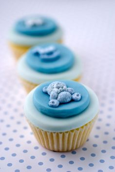 Awww...these are SO cute for a boy baby shower!!! http://4.bp.blogspot.com/_YgPO0gIhLrM/TSvS9n2ZGvI/AAAAAAAAAoE/5X5EHPqc8sg/s1600/cupcake.jpg