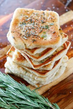 Rosemary Sea Salt Flatbread The PERFECT appetizer or side dish to serve with dinner! This bread is SO quick and easy to whip up. It& lightly fried in olive oil and topped with fresh rosemary and sea salt. The perfect combination! Think Food, I Love Food, Food For Thought, Good Food, Yummy Food, Tasty, Food Porn, Naan, Ciabatta