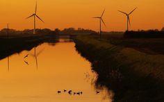 HQ RES wind turbine wallpaper, 1920x1200 (289 kB)
