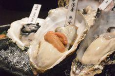 なんとお通しが生ウニ!生牡蠣に乗せて食べるとめちゃウマでやみつきになりそう【ぐるなびWEBマガジン】