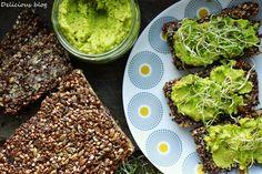 Delicious blog: Pohankovo-semínkový chléb s hráškovým hummusem Finger Foods, Avocado Toast, Hummus, Sprouts, Delicious Blog, Healthy Recipes, Vegetables, Breakfast, Ethnic Recipes