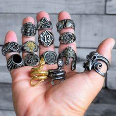 Ring Bracelet, Ring Necklace, Bracelets, Skull Rings, Biker Rings, Biker Style, Class Ring, Badass, Attitude