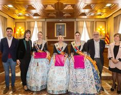 Rebent les dames d'Elx.  http://www.josemanuelprieto.es