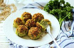 Něco lehčího po svátcích? Zkuste brokolicovo-parmezanové kuličky | Dobrá chuť | Lidovky.cz