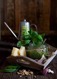 Pane, pesto e fantasia. ☺  http://www.ecomarket.eu/prodotti-bio-1/condimenti-e-conserve/pesto-sughi-pronti-bio.html