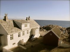 Stay the night at Lindesnes Lighthouse - at the southernmost point in Norway Home Focus, Norway Viking, Hotel Inn, Beautiful Norway, Nordic Home, Country Homes, Stay The Night, Lighthouses, Vikings