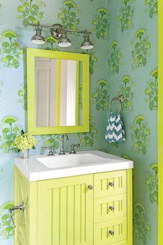 Our Best Small Space Decorating Tricks You Should Steal - Bright Green Bathroom with Wallpaper - Bright Green Bathroom, Green Bathroom Decor, Boho Bathroom, Bathroom Trends, Chic Bathrooms, Bathroom Styling, Bathroom Interior Design, Modern Bathroom, Bathroom Ideas