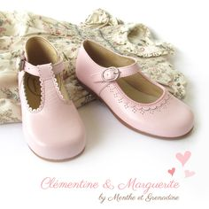 Classic pale pink leather shoes for girls with buckle, t-bar shoes and mary jane shoes in classic style from Menthe et Grenadine, buy online www.menthe-et-grenadine.com