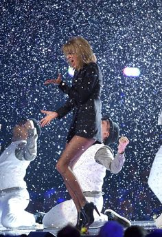Pin for Later: The 1 Thing You Didn't Notice About This Taylor Swift Performance