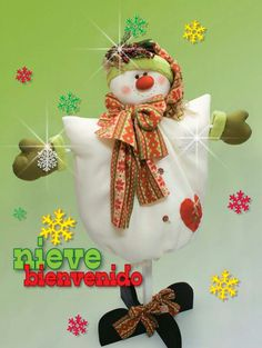 Moldes o patrones para elaborar hermosos muñecos navideños ALBUM 37 WhatSap +584124278063 Christmas Crafts, Christmas Ornaments, Book Crafts, Snowman, Projects To Try, Pastel, Embroidery, Holiday Decor, Fabric
