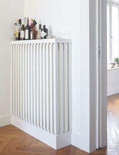 Paint white Paint heater: Alpina white paint for radiators … – Decoration Ideas Modern Radiator Cover, Diy Interior, Interior Design, Ideas Prácticas, Amazing Decor, Apartment Living, Home Projects, Home Furnishings, Office Home