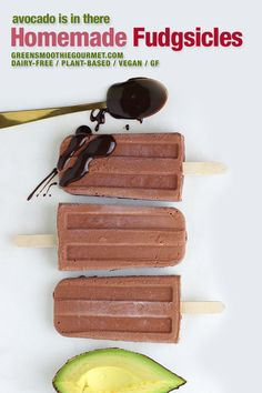 Homemade Fudgsicles. These homemade fudgsicles are only 5 ingredients and are the quintessential healthy chocolate homemade popsicle, a mix of dates, the chocolate, cashews, and avocado. You'll want to eat the mixture with a spoon but try to save some to pour in the popsicle mold. #fudgesicles #fudgsicles #avocadopopsicles #healthypopsicles #cashews #dairyfree #vegan #glutenfree Cacao Recipes, Vegan Dessert Recipes, Vegan Breakfast Recipes, Whole Food Recipes, Keto Desserts, Smoothie Popsicles, Healthy Popsicles, Homemade Popsicles, Healthy Chocolate Desserts