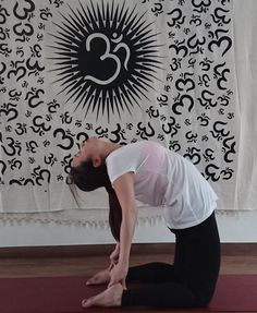 The 100 hours yoga teacher training at Embrace Energy Yoga School in Bangkok, Thailand is best for beginners/fresher who has no experience in the field of yoga. This 2 weeks course is well-structured for those students who has fresh enthusiasm to learn yoga and basic meditation through the world renowned yoga TTC program.
