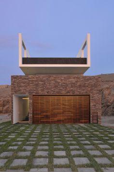 Fachada: Casa en Las Palmeras - Artadi Arquitectos #arquitectura