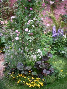 Every beautiful cottage garden has common principles that make them a success. Learn about the fundamentals you need to create your very own cottage garden. Next Garden, Big Garden, Garden Show, Flowering Bushes, Garden Stairs, Shabby Chic Garden, Garden Drawing, Bulb Flowers, Colorful Garden