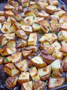 Roasted Red Potatoes {Baked Red Potatoes} - Dinner, then Dessert Oven Roasted Red Potatoes are an easy side dish that takes just a few minutes of prep and makes the perfect side dish for your favorite meal. Cheese Recipes, Potato Recipes, Vegetable Recipes, Side Dishes Easy, Side Dish Recipes, Oven Roasted Red Potatoes, Slow Cooker Corned Beef, Potato Dinner, Dessert For Dinner