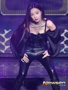 Best 12 Yeonwoo – Page 556476097705314371 Pretty Asian, Pretty And Cute, Beautiful Asian Women, Korean Beauty, Asian Beauty, Cute Girl Face, Jennie Blackpink, Japanese Girl, Korean Girl Groups