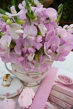 Floral Arrangement in a teapot ~ Ana Rosa My Flower, Fresh Flowers, Beautiful Flowers, Purple Flowers, Deco Floral, Arte Floral, Ikebana, Bouquets, Floral Arrangements