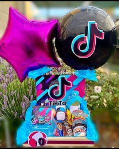 Balloon Flowers, Balloon Bouquet, Creative Birthday Cakes, Birthday Party Themes, 33rd Birthday, Creative Box, Balloon Gift, Balloon Decorations, Kids Decor