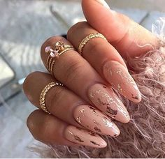 Round nails, gold foil, pink