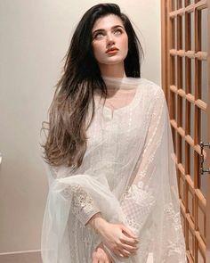 Beautiful Pakistani Dresses, Pakistani Formal Dresses, Pakistani Fashion Party Wear, Indian Fashion Dresses, Pakistani Dress Design, Indian Designer Outfits, Pakistani Outfits, Designer Dresses, Desi Wedding Dresses