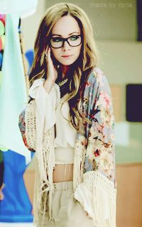 I want this outfit glasses hair color and hair style. Lost Girl Season 5, Girls Season, Lost Girl Fashion, Teen Fashion, Kenzie Lost Girl, Anna Silk, Girl Outfits, Fashion Outfits, Girls Wardrobe