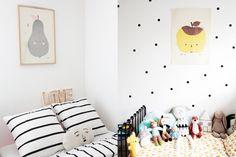 Ces affiches fruitées, bien de saison, s'invitent aussi bien dans la chambre des grands que celles des petits.