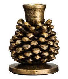 ¡Echa un vistazo! Portavelas pequeño de metal con forma de piña. Diámetro de la copa 2,2 cm, alto 10 cm. – Visita hm.com para ver más.