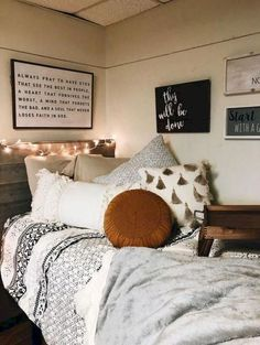 Loving these cute dorm rooms and dorm decor ideas! If you need ideas for cute dorm rooms, here are tons of cute dorm room decor ideas that will give you inspiration! These chic and cute dorm room ideas are affordable and perfect for a student budget. Dream Rooms, Dream Bedroom, Master Bedroom, Modern Bedroom, Funky Bedroom, Pretty Bedroom, Stylish Bedroom, Teen Bedroom, Bohemian Bedrooms