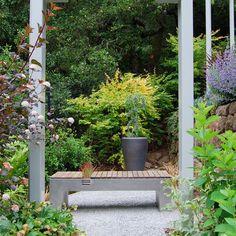 Modern style with purpose Outdoor Garden Bench, Wooden Garden Planters, Garden Seating, Garden Benches, Garden Art, Garden Design, Garden Ideas, Backyard Projects, Garden Planning