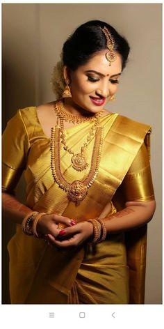 Bridal Sarees South Indian, Bridal Silk Saree, Indian Bridal Outfits, Indian Bridal Fashion, South Indian Bride, Kerala Saree Blouse Designs, Bridal Blouse Designs, Pattu Sarees Wedding, Wedding Sari
