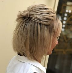 60 Creative Updo Ideas for Short Hair Cute Knotted Half Updo for Bob Short Bob Updo, Short Hair Bun, Short Hair Styles Easy, Medium Hair Styles, Short Hair With Headband, Headband Updo, Thin Hair, Bob Updo Hairstyles, Cute Hairstyles For Short Hair