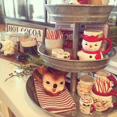 Totally Inspiring Valentine Kitchen Decoration Ideas - Here are a few simple tips that will help you keep your kitchen functional as well as beautiful. Be creative with glass displays. If you have glass pa. Gingerbread Christmas Decor, Country Christmas Decorations, Farmhouse Christmas Decor, Primitive Christmas, Rustic Christmas, Christmas Home, Vintage Christmas, Christmas Kitchen, Christmas Hot Chocolate