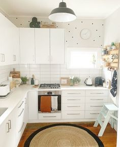 The main concern when drawing a kitchen lay out is to make the kitchen airy, well lit and spacious. Everyone wants a spacious and bright cooking room that unfortunately is not always possible due to space limitations.