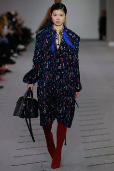 See the complete Balenciaga Fall 2017 Ready-to-Wear collection.