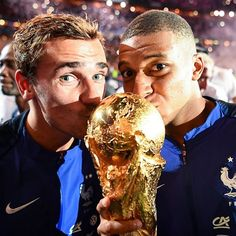 Les champions du monde ! France World Cup 2018, Russia World Cup, Antoine Griezmann, As Monaco, Prince Albert, France National Team, France Football, Le Champion, Cr7 Ronaldo
