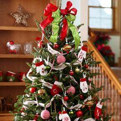 Den Weihnachtsbaum schmücken ball band girlanden