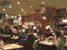Restoran 22 saat kadar açık. Duvarları ise buraya uğrayan tüm ünlülerin fotoğrafları süslüyor... Daha fazla bilgi ve fotoğraf için; http://www.geziyorum.net/carnegie-deli/