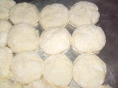 How To Make Buttermilk Biscuits - Southern Plate How To Make Buttermilk, How To Make Biscuits, How To Make Bread, Bread Making, Southern Buttermilk Biscuits, Cream Biscuits, Paula Deen Fried Chicken, Bacon Gravy, Bread Recipes