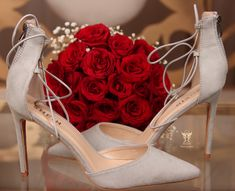 Cute Skirt Outfits, Cute Skirts, Wedding Shoes, Wedding Rings, Wedding Dresses, Beauty Iphone Wallpaper, Pretty Henna Designs, Wedding Ring Photography, Spaghetti Strap Wedding Dress