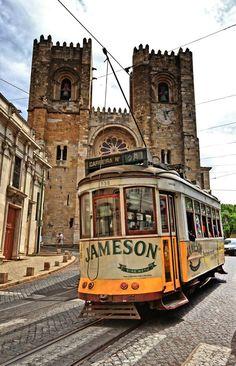 Sé de Lisboa e elétrico 28 (KrzychK) Cantilever Bridge, Lisbon Tram, Tramway, Light Rail, Bonde, Spain And Portugal, City Break, Dream Vacations, Trolley