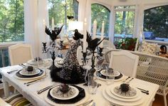 Halloween decoration ideas for your dining room | Brabbu