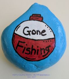 Gone Fishing Painted Rock - Oct 2017 hashtags Painted Rock Cactus, Painted Rocks Craft, Painted Stones, Rock Painting Ideas Easy, Rock Painting Designs, Painting Patterns, Pebble Painting, Stone Painting, Painting Canvas
