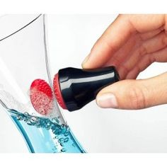 Magnetic dish-washing brush.   Klicka här för att komma till den magnetiska diskborsten