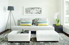 Que a gente sonha com uma sala enorme com dois sofás e poltronas para receber os amigos e familiares em casa é verdade. Mas a realidade é outra, principalmente nos apartamentos atuais, cujos espaços