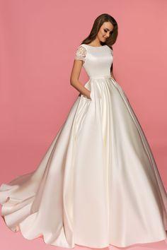 Rubby wedding dress. Eva Lendel Pink Collection
